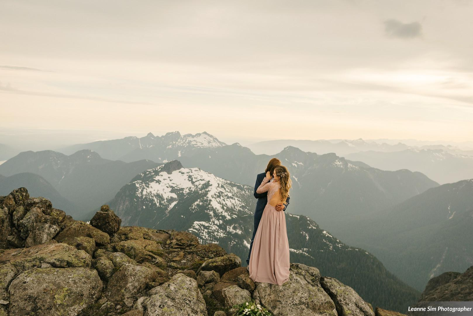 mountain top romantic photography ideas